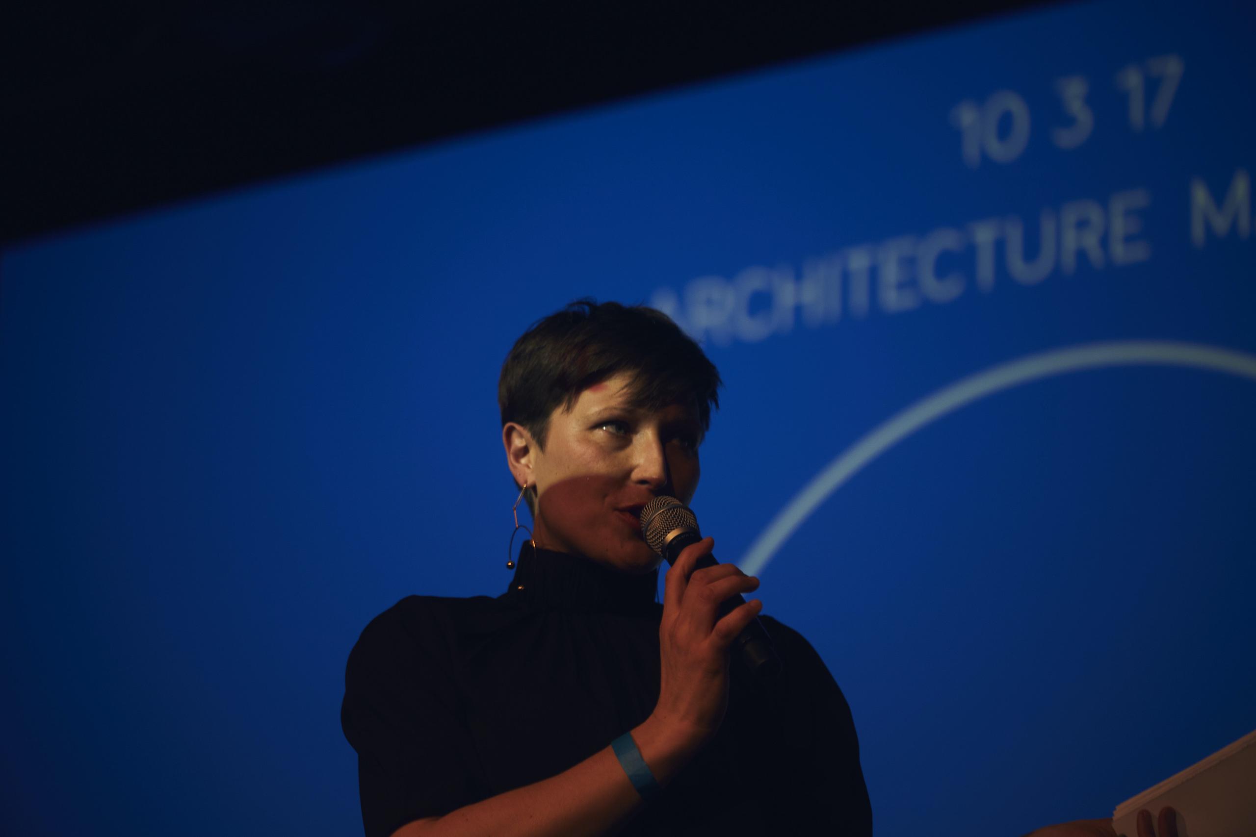 Nadin Heinich moderiert Konferenz Architecture Matters 2017 im Technikum München