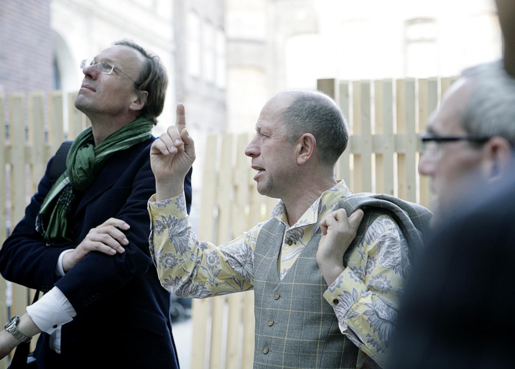 Event Networks plan A Cook & Cross 2012, Mit Galerist Judy Lybke durch die Mädchenschule Berlin Galerie EIGEN + ART EIGEN + ART Lab